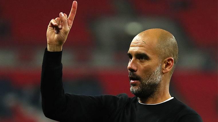 Pep Guardiola en un partido con el Manchester City
