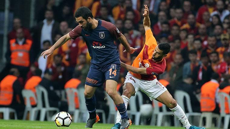 Arda Turan contesta a los silbidos de la afición del Galatasaray