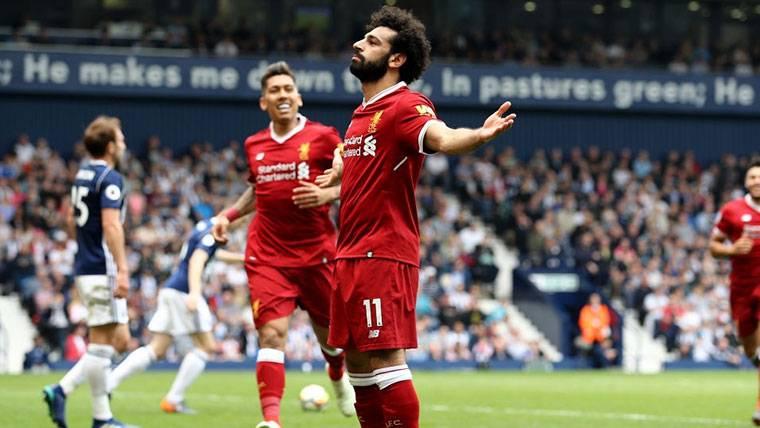 Salah marca y se distancia aún más de Messi en la Bota de Oro