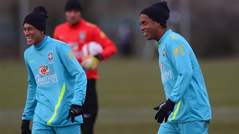 Ronaldinho opina sobre la situación que vive Neymar en Brasil