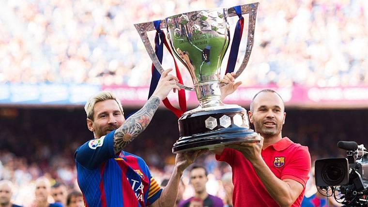 La particularidad en la entrega del trofeo de LaLiga al Barcelona