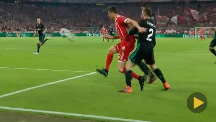 ¡El Bayern reclamó penalti de Carvajal en el primer minuto!