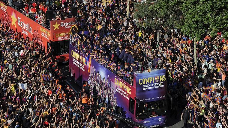 El lunes, la rúa de celebración del FC Barcelona por el 'doblete'