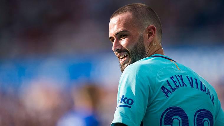 Aleix Vidal y el FC Barcelona, pendientes de reunirse para buscar una salida