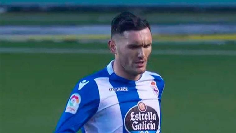Lucas Pérez recortó diferencias con un gol al filo del descanso