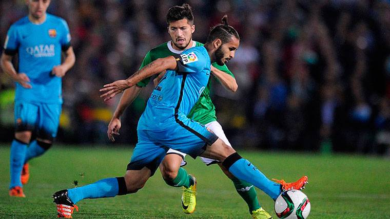 Nuevo problema para el Barça: Douglas vuelve y hay que buscarle salida