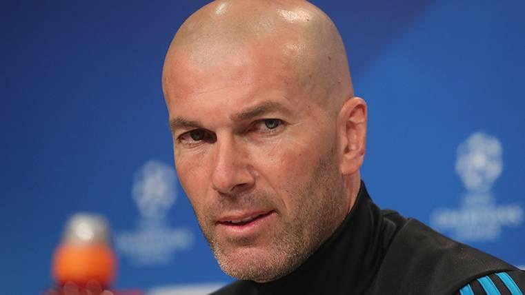 Zidane se justifica y asegura que la culpa de que no haya pasillo... ¡Es del Barça!
