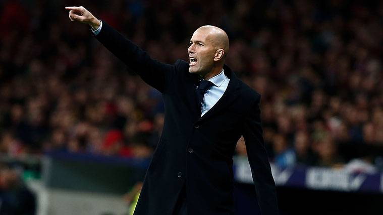 Zidane se quita la careta antes del Clásico con su rabieta por el pasillo