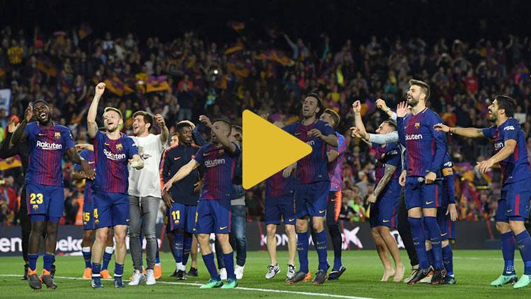 El Barça celebró la doble corona con su afición tras el Clásico