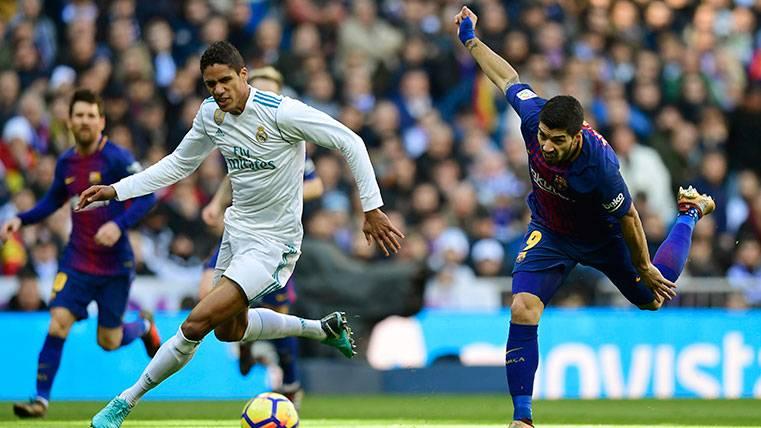 Hernández Hernández ignoró al cuarto árbitro en la jugada del gol de Leo Messi
