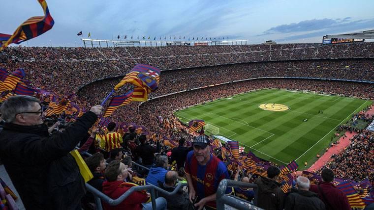 ¡LaLiga denuncia al FC Barcelona por los cánticos del Clásico!
