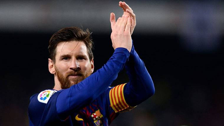 Leo Messi, aplaudiendo tras un partido del Barça esta temporada