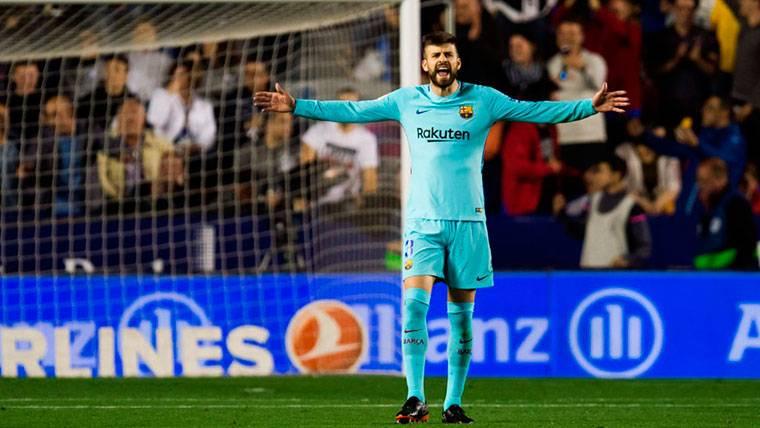 """El tremendo enfado de Piqué con el árbitro: """"No me amenaces"""""""