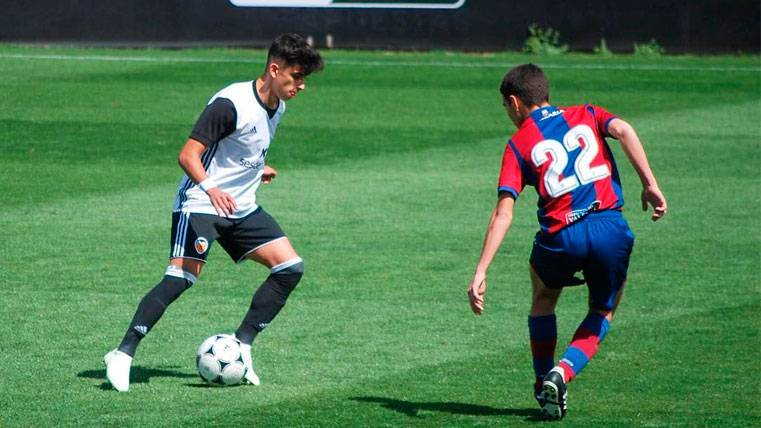 Ferhat Cogalan en un partido con el Valencia | Instagram