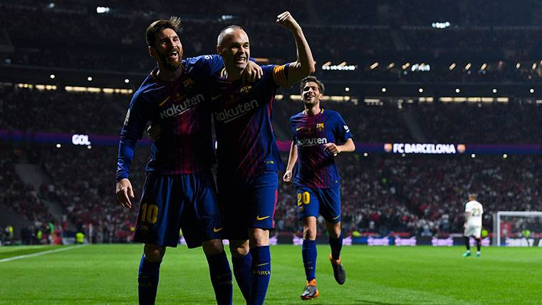Leo Messi y Andrés Iniesta celebran un gol del FC Barcelona