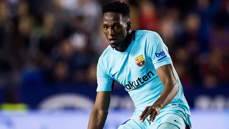 Yerry Mina en un partido con el FC Barcelona