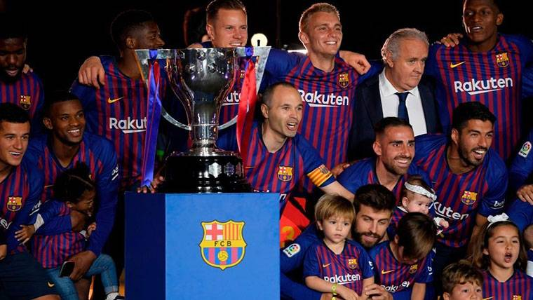Andrés Iniesta señala a sus futuros herederos en el Barça