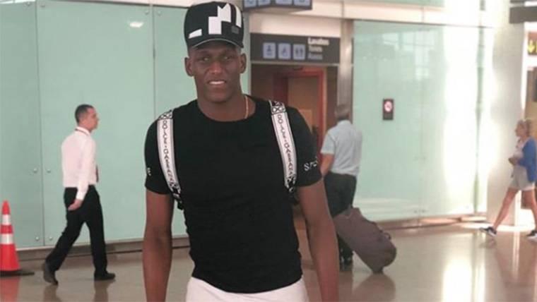 Yerry Mina ya ha abandonado Barcelona rumbo a Colombia