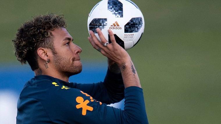 Neymar Jr durante un entrenamiento con la selección de Brasil