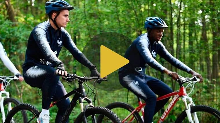 Griezmann se relaja en bicicleta junto a Dembélé y Umtiti