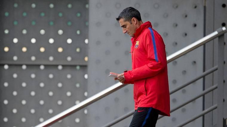 Valverde y el Barça ultiman las altas y bajas de la plantilla