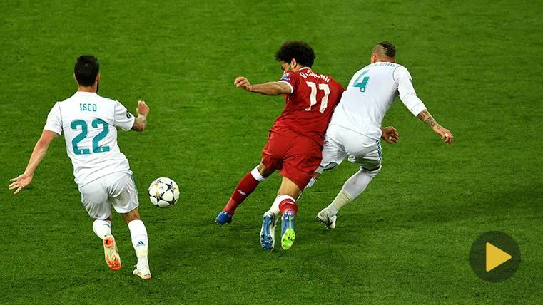 ¡Sergio Ramos realizó a Dani Alves la misma entrada que a Mohamed Salah!