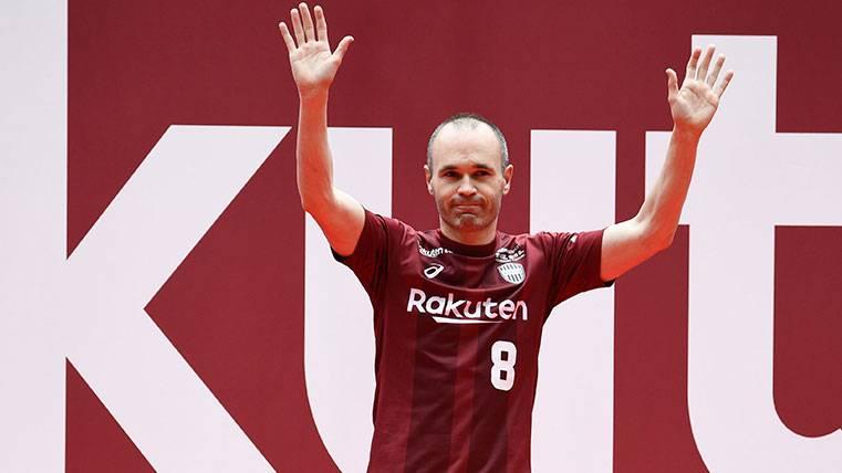 Andrés Iniesta causa sensación, ¡convertido en jugador de Óliver y Benji!