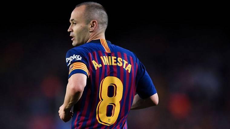 """Iniesta: """"Me duele más que a nadie no seguir en el Barça"""""""