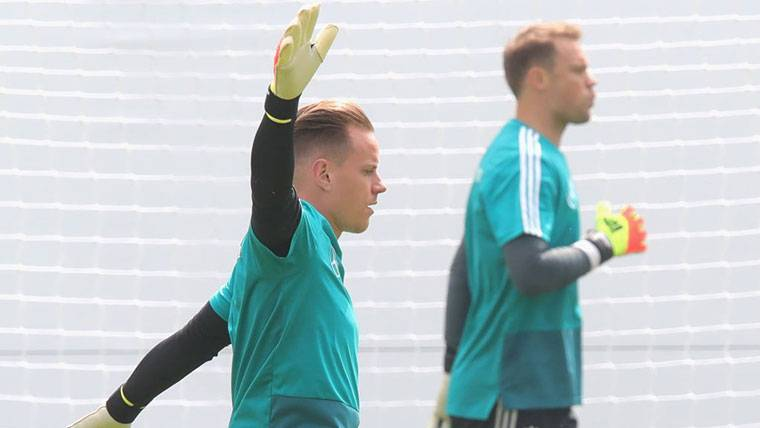Neuer volvió, pero Alemania perdió 2-1 en amistoso con Austria