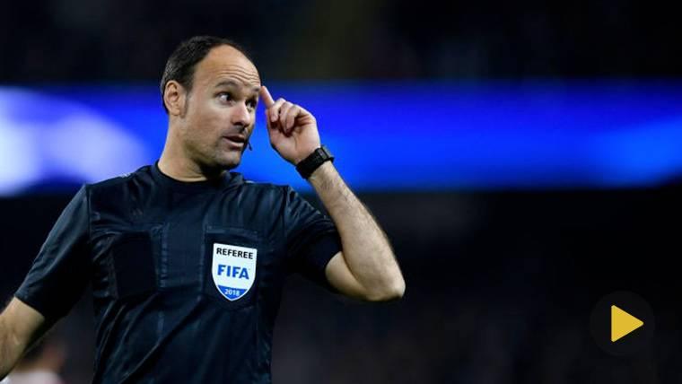 """Mateu Lahoz: """"Iniesta es el jugador con quien más incómodo me he sentido"""""""