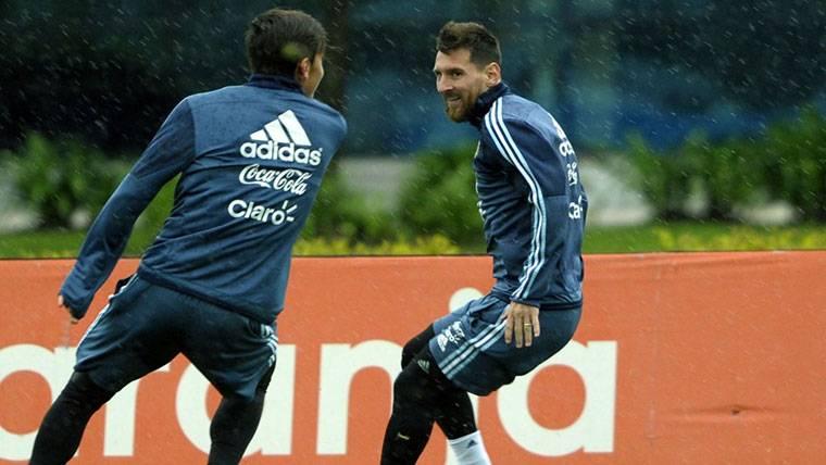 Paulo Dybala y Lionel Messi, durante una sesión de entrenamiento
