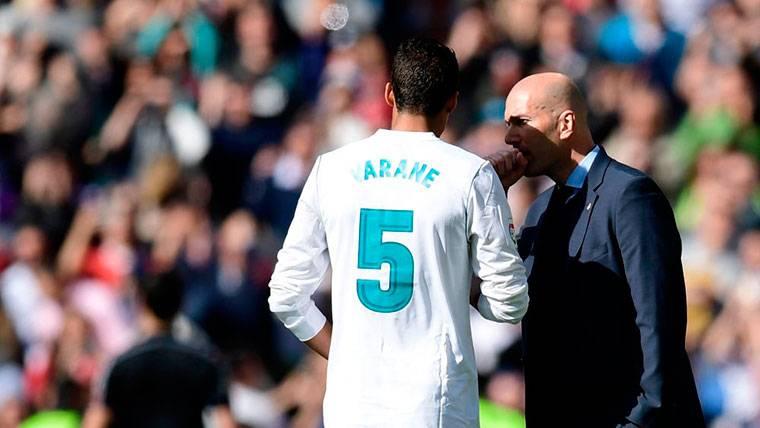 """Varane sorprende hablando de Zidane: """"Un cambio puede ser bueno"""""""