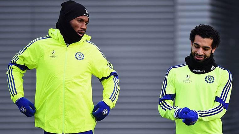 Didier Drogba, junto a Mohamed Salah en una imagen de archivo