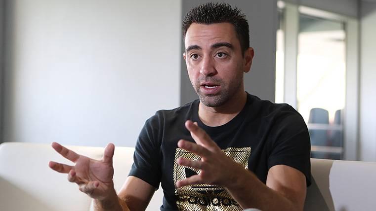 Xavi Hernández durante una entrevista