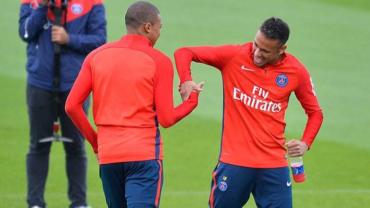 Kylian Mbappé y Neymar en un entrenamiento del PSG