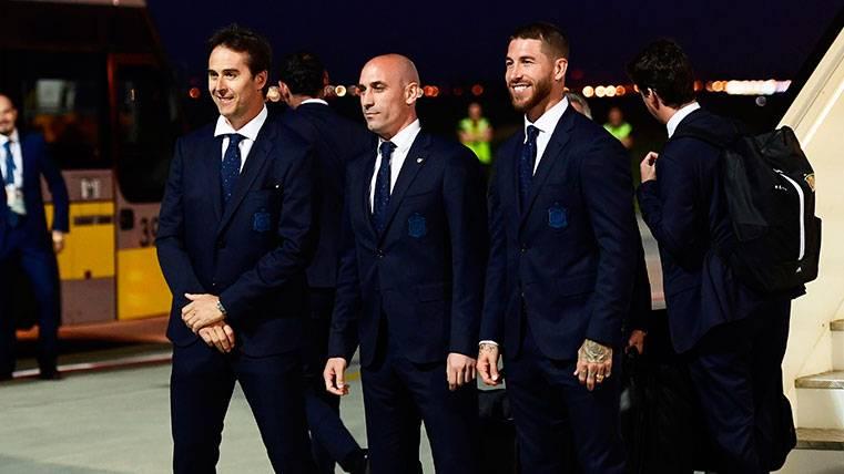 Julen Lopetegui, Luis Rubiales y Sergio Ramos en su llegada a Krasnodar