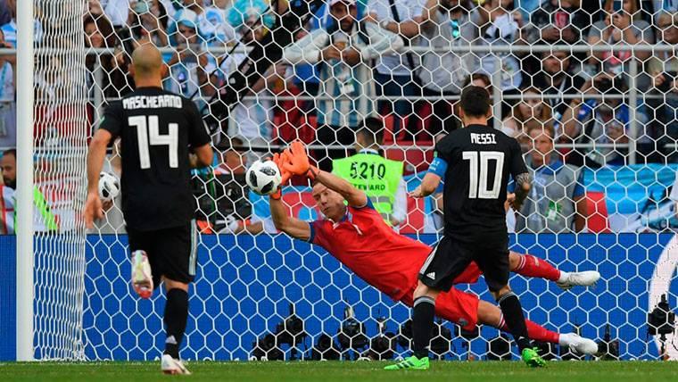 Messi, sin suerte con Argentina: falló un penalti ante Islandia