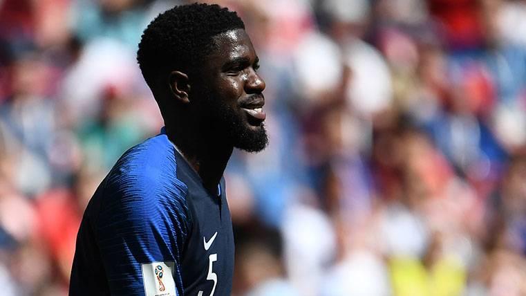 Samuel Umtiti en un partido con la selección de Francia