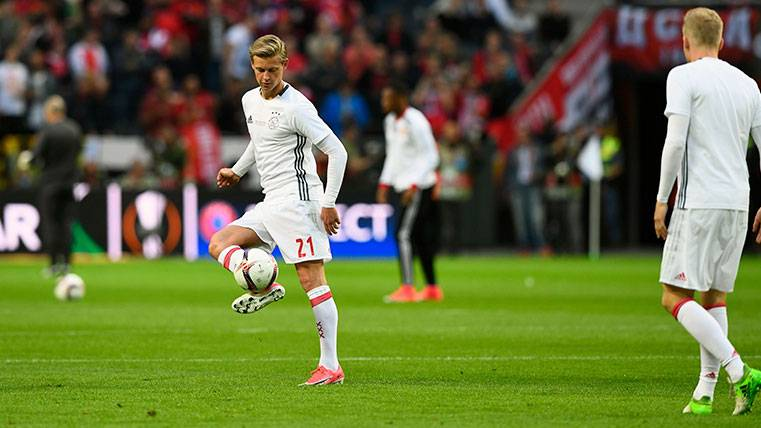 Frenkie de Jong se muestra fiel al Ajax pero no cierra la puerta al Barça