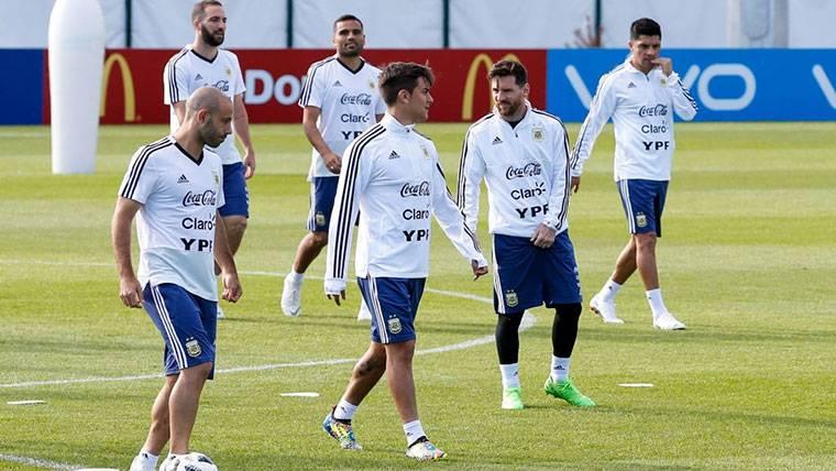 Dybala se ve jugando con Messi y busca 'chances' en Argentina
