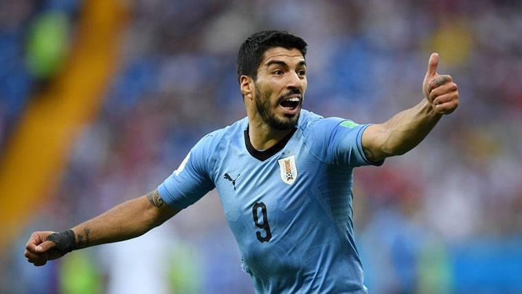 Luis Suárez hace historia y guía a Uruguay a octavos del Mundial