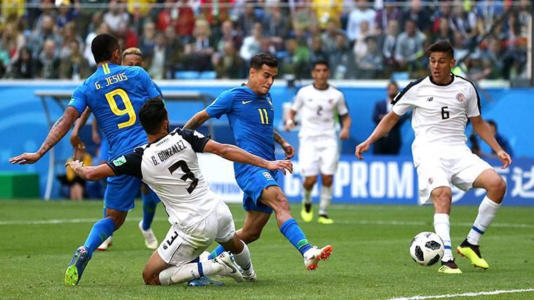 Coutinho se convierte en héroe con un gol salvador para Brasil