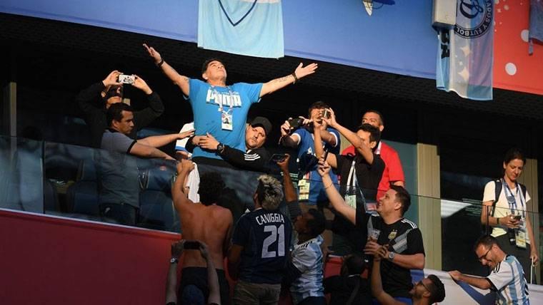 Maradona reaparece y ataca a quienes le dieron por muerto