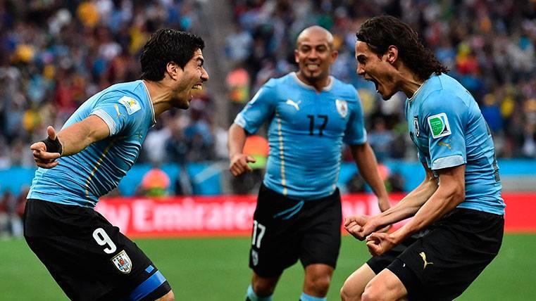 Una maravilla de Suárez acaba en gol de Cavani ante Portugal