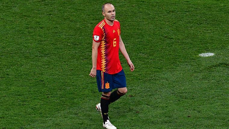 El brillante homenaje de la selección española a Andrés Iniesta