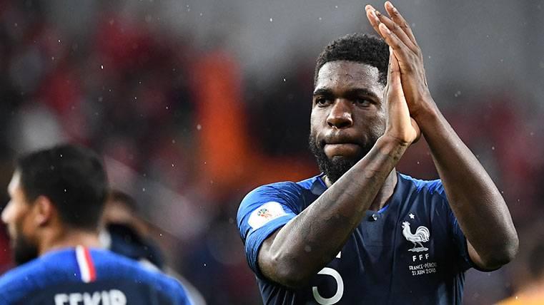 Samuel Umtiti celebra una victoria de la selección francesa