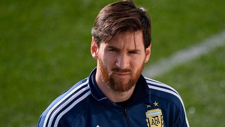 """Xavi Hernández: """"Leo Messi sufre con Argentina porque hay demasiada tensión"""""""