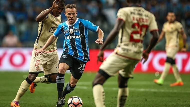 Arthur Melo, durante un partido con Grémio de Porto Alegre