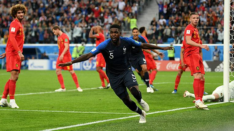 Samuel Umtiti celebra un gol con la selección francesa