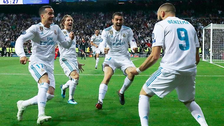 Los jugadores del Real Madrid celebran un gol en la Champions